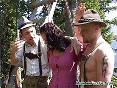 十代の狭いアナスタシアローズは、肛門のゲーム黒に油を塗られます えろ 無料 女性